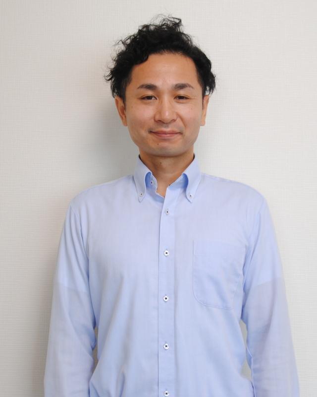 業務管理部/室賀 孝史